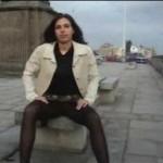 ミニスカ&黒パンスト直穿きで野外露出する素人カップル映像