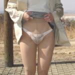 素人人妻が展望台でパンスト野外露出する画像