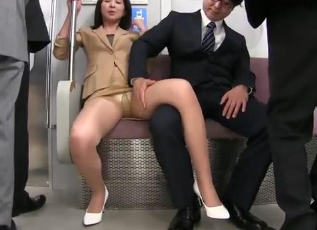 熟女パンスト痴漢動画
