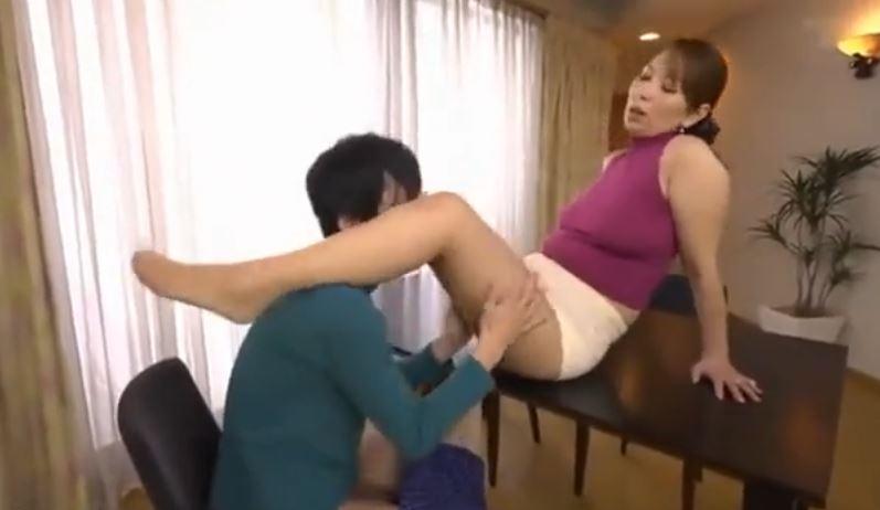 熟女パンスト脚フェチプレイ